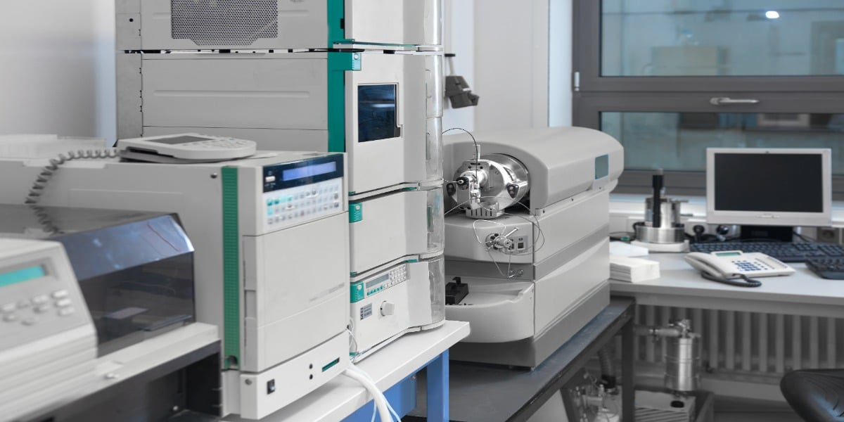 Image shows a laboratory with mass spectrometry facility to represent using mass spectrometry in biological research