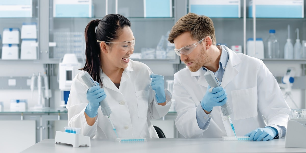 Image of two scientists pipetting to represent the importance of a good pipetting technique